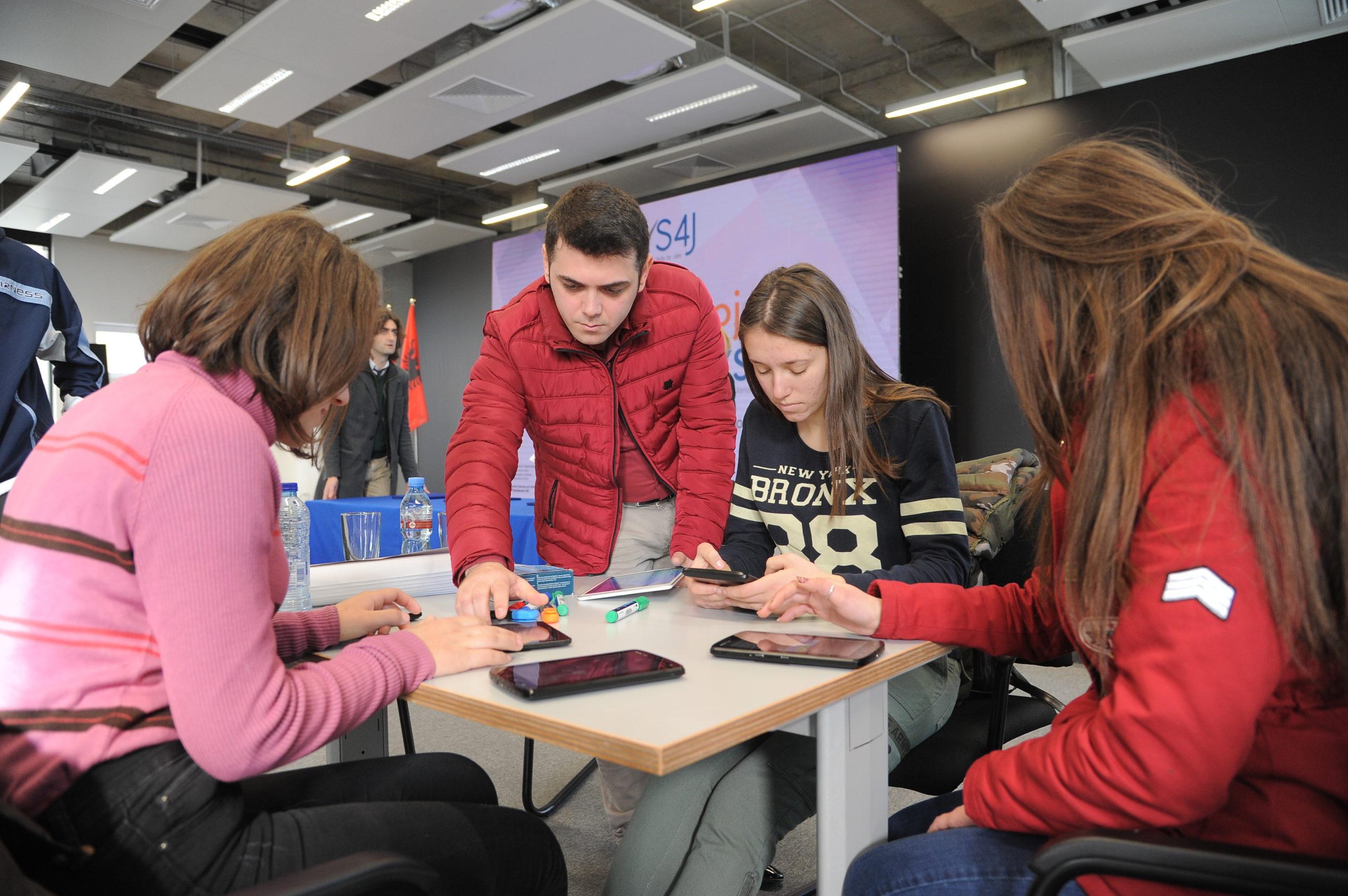 Mënyra të reja të nxëni: Projekti zviceran sjell inovacion për mësuesit dhe nxënësit