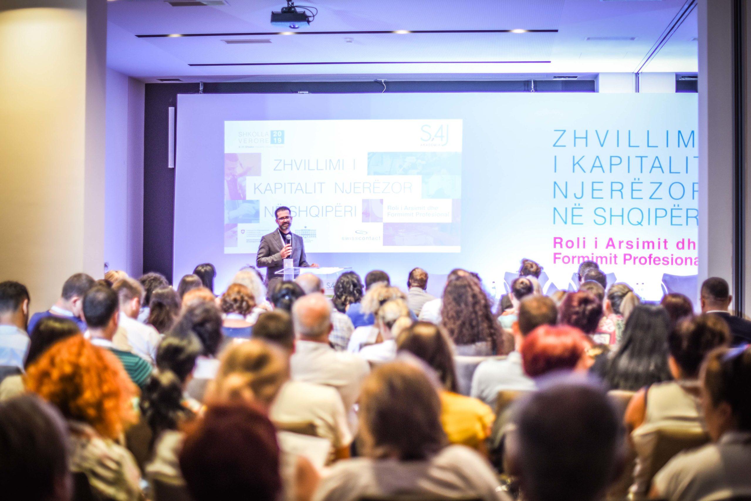 Zhvillimi i Kapitalit Njerëzor në Shqipëri: Roli i Arsimit dhe Formimit Profesional