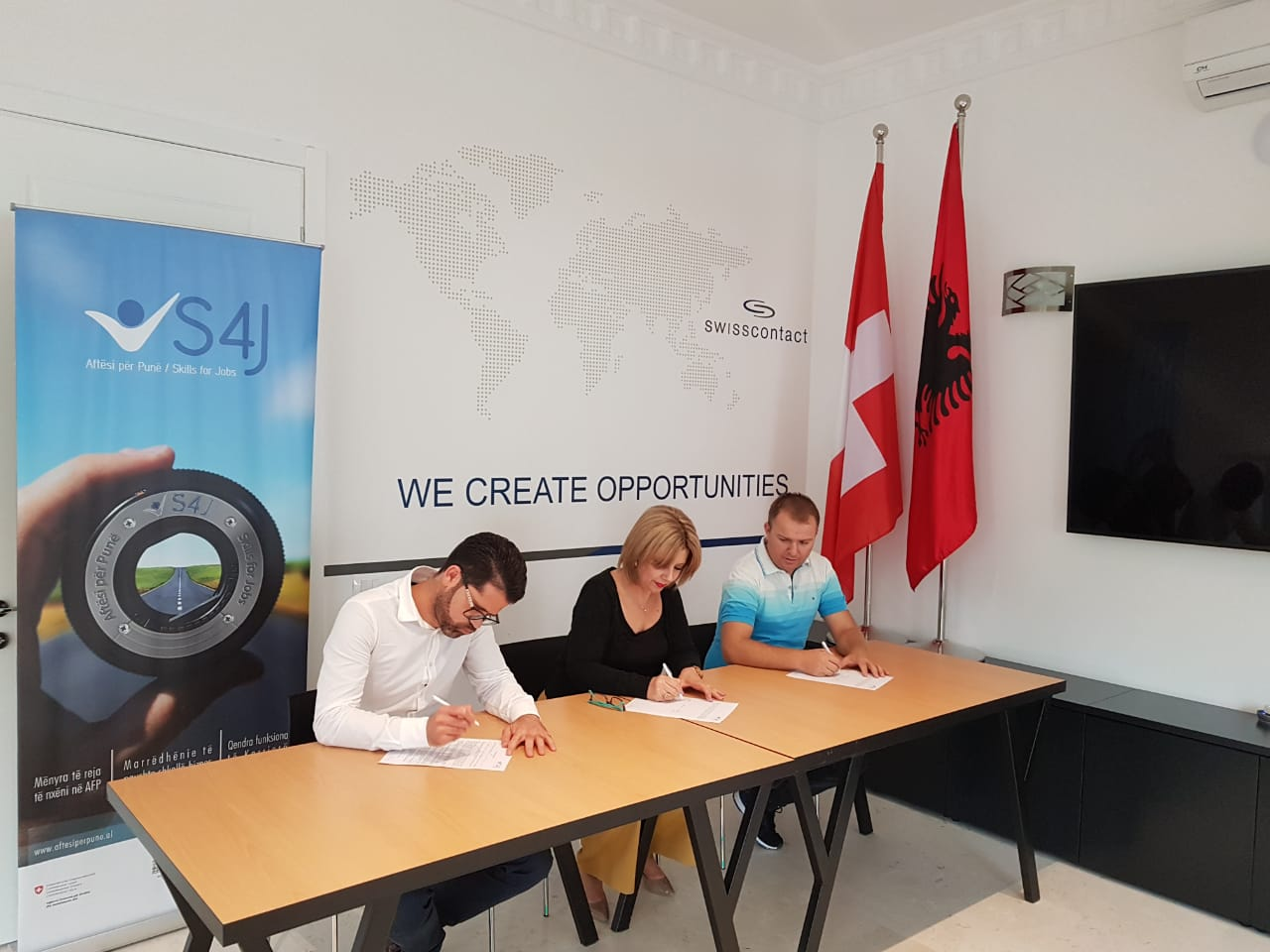 'GJERGJ CANCO' SCHOOL SIGNS NEW MOUS WITH COMPANIES IN TIRANA REGION